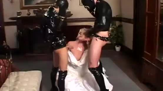 Wife wishes a threesome on wedding day
