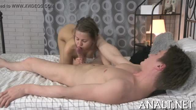 Curvy babe receives her taut anal tunnel stretched