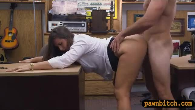 Big butt amateur brunette babe banged by horny pawn guy