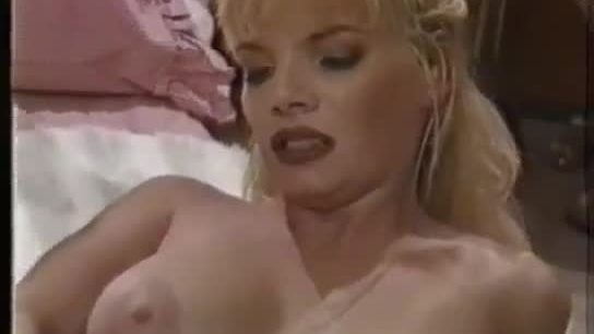 Big boobs blondie needs some hot atention to makes her show