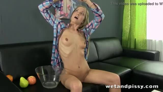 Old hairy lady squirting and pissing