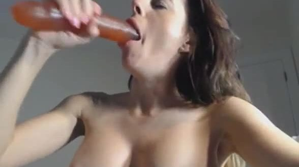 Busty college cam babe having fun with her sex toy